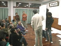安間川について互いに意見を発表しあう地域の人々